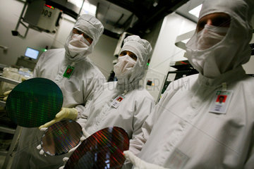Advanced Micro Devices invests another $ 2 5 billion in Dresden plant.