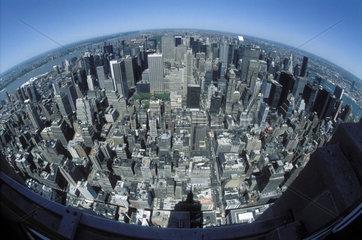 verzerrter Blick auf Manhattan vom Empire State Building