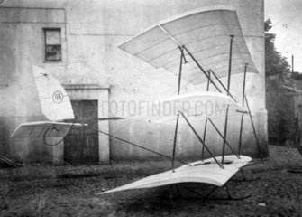 uraltes Flugzeug  1890