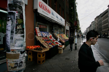Tuerkisches Alltagsleben in der Oranienstrasse in Kreuzberg.