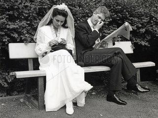 Brautpaar langweilt sich