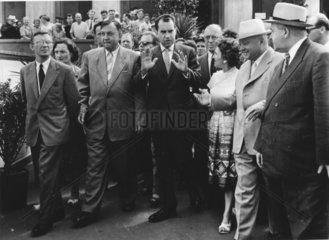 Richard Nixon in einer Menschenmenge