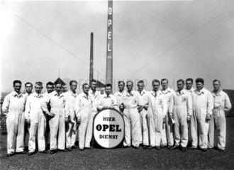 Opel Belegschaft 1926 in Ruesselsheim