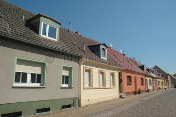 Reihenhaeuder in deutschem Dorf
