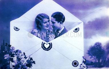 Paar im Briefkuvert