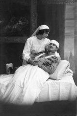 Krankenschwester Verwundeter Bandage
