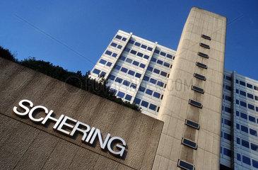 D - Berlin: Schering Firmenzentrale an der Reinickendorfer Strasse