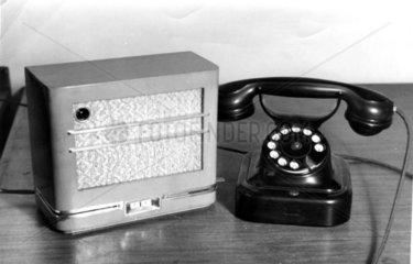 Altes Telefon und Radio