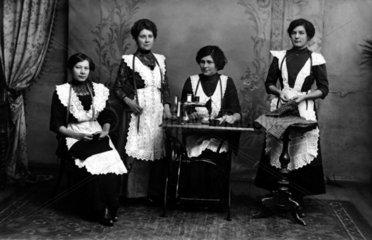 4 Frauen naehen