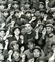Zhou Enlai mit Anhaengern