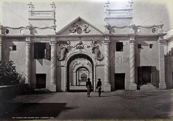Indien  Gate Kaiser Bach  Lucknow  ca. 1880