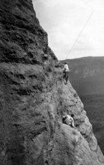 Gefaehrliches Bergwandern 1920