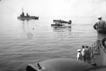 Kriegsmarine  um 1935  Torpedoboot Greif   Wasserflugzeug