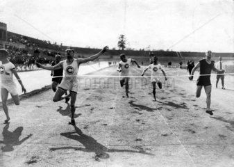 Wettrennen Zieleinlauf 1920