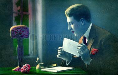 Mann schreibt Liebesbrief
