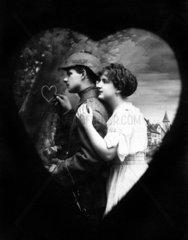 1910  verliebter Soldat mit Frau