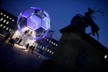 Der FIFA Globus von Andre Heller in Berlin