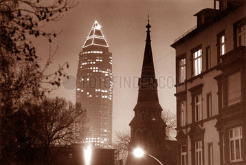 D - Frankfurt am Main - Messeturm bei Nacht von der Altstadt aus