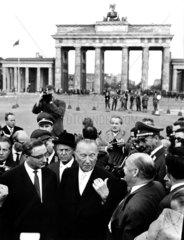 Berlin  Brandenburger Tor  K. Adenauer 1961