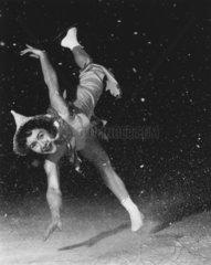 Revuegirl auf dem Eis