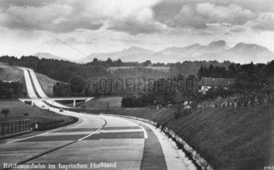 Reichsautobahn im bayrischen Hochland  1940