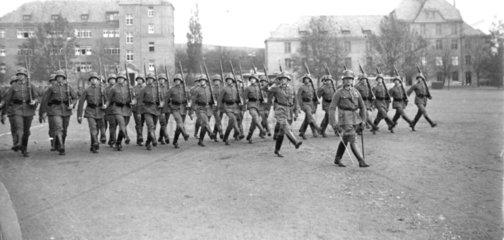 Militaerparade  Nationalsozialsimus  Stechschritt