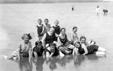 Familienausflug an Wasser