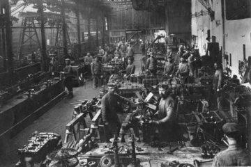 Fabrik  Soldaten Instandhaltung  Erster Weltkrieg