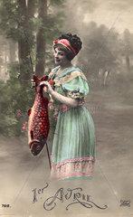 Frau mit rotem Fisch