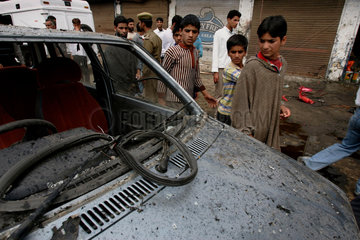 Nach einem Bombenattentat in Washibugh bei dem 16 Menschen getoetet und ueber 60 Menschen verletzt wurden