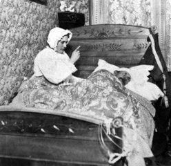 Ehepaar im Bett Mann krank