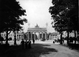 Brandenburger Tor von Unter den Linden aus 1907