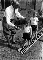 Kinder beim Turnen