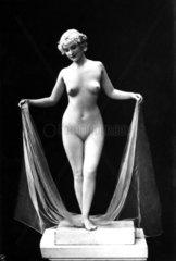 Nackte Frau als griechische Skulptur 1930