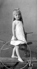 Maedchen um 1900