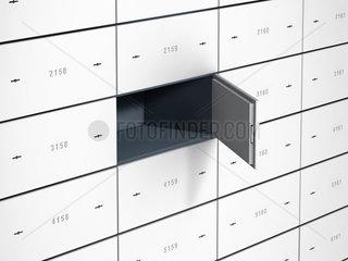Bankschliessfaecher mit nummerierten Stahltueren  eine ist offen und das Fach leer
