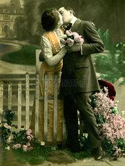 Kuss am Gartenzaun