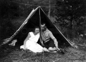 Paar im Zelt 1931