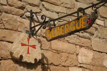 Schild an einer Herberge auf dem Jakobsweg - Camino de Santiago