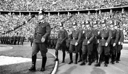 Polizeiparade in einem Stadium