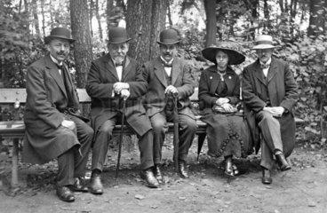 4 Maenner  1 Frau  1910