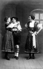 1 Bayer mit 2 Frauen