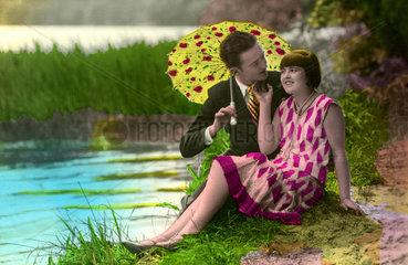 Paar mit Regenschirm 1920