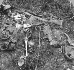 gefallener englischer Soldat im Schuetzengraben  Erster Weltkrieg
