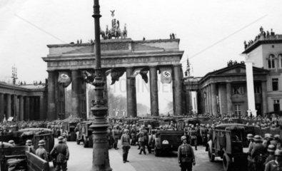 Nazi Truppen am Brandenburger Tor