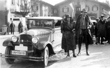 Paar + Opel in Garmisch