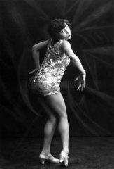 tanzende Frau 20er Jahre