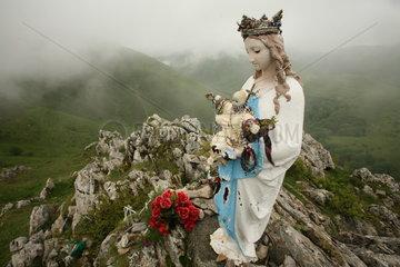 Mariafigur auf einem Berg am Jakobsweg - Camino de Santiago