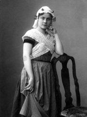 Frau in Tracht  1910