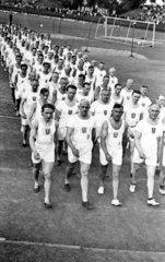 1930 Sportler marschieren